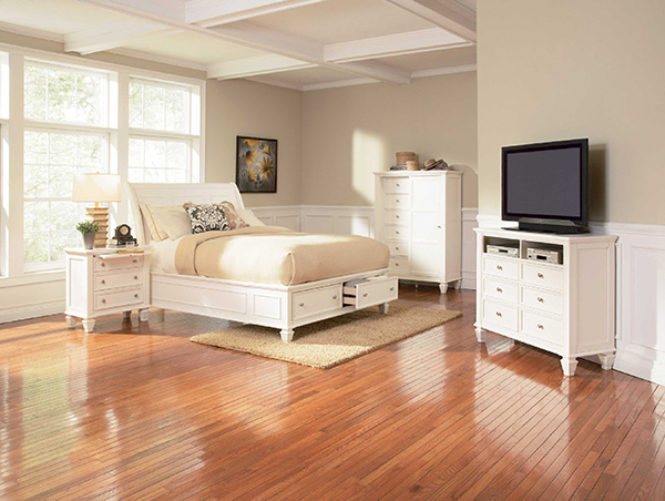 Sandy Beach White Queen Bed With Footboard Storage