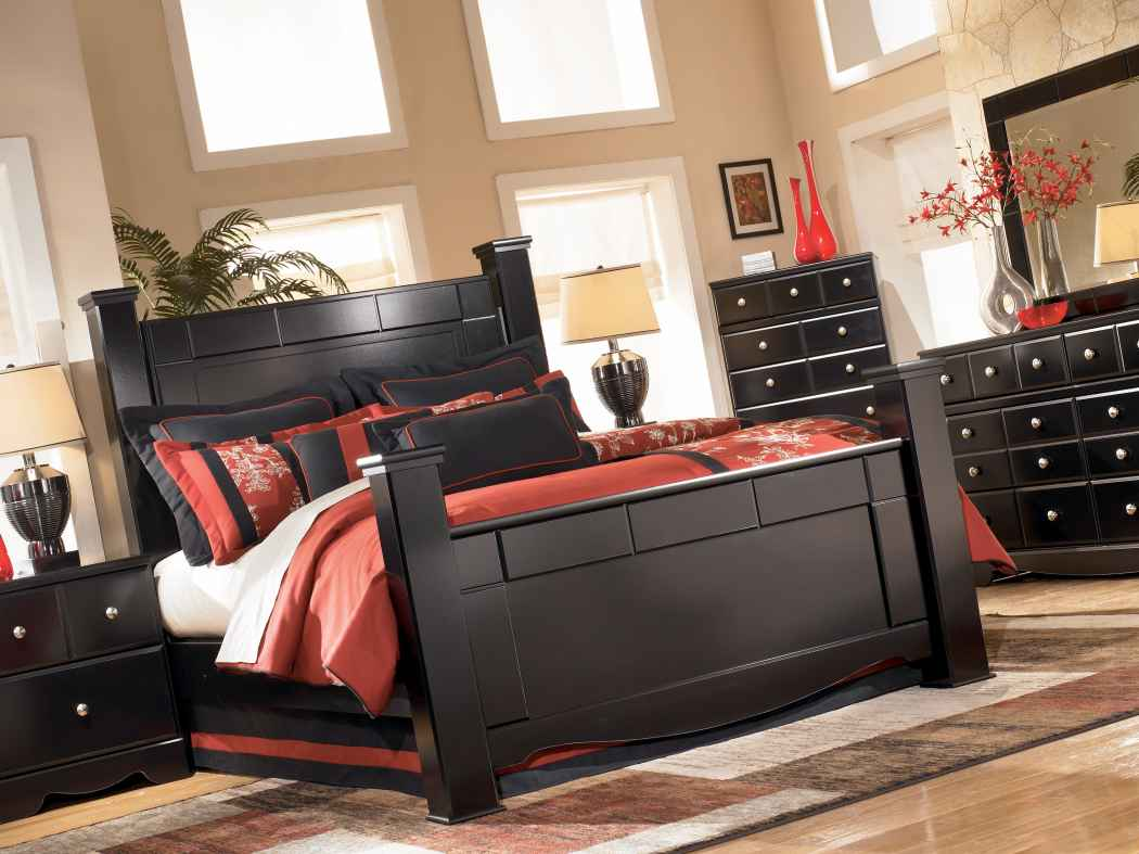 Ashley Shay Queen Poster Bed Marjen Of Chicago Chicago - Marjen furniture
